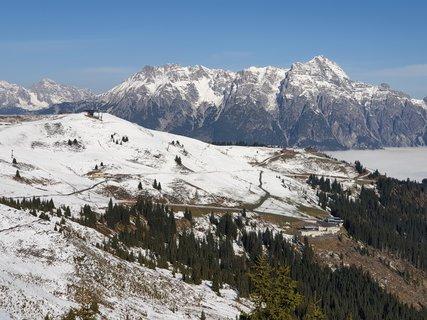 FOTKA - Z Asitzu přes Scharbergkoger k Geierkogel a zpět - Pohled zpět k výchozímu bodu