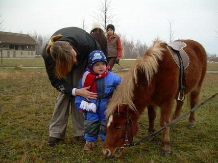 FOTKA - Pohladím koníčka,že mě tak hezky svezl