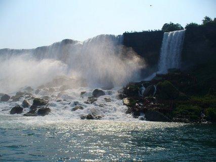 FOTKA - Pohled na padající vodu