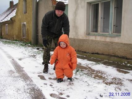 FOTKA - Malej sněhuláček s tatínkem