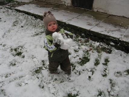 FOTKA - Stavím sněhuláčka 1