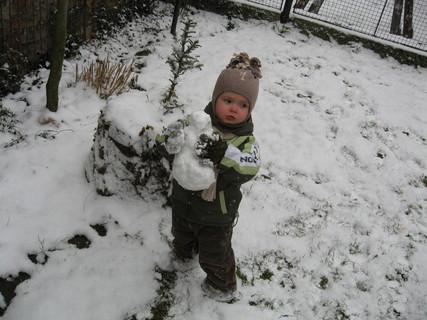 FOTKA - Stavím sněhuláčka