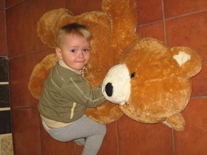 FOTKA - Ondrášek s medvědem