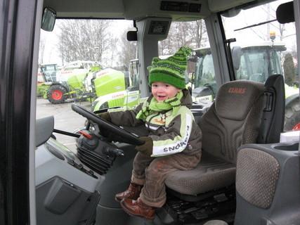 FOTKA - Ondrášek a traktor