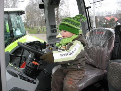 FOTKA - Řídím traktor