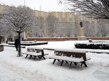 FOTKA - Zasněžené lavičky