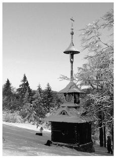 FOTKA - kaplička -černobílá fotografie