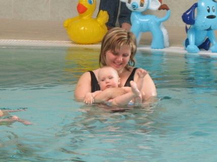 FOTKA - Ondrášek prvně v bazénu(7,měsíc)