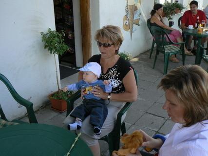 FOTKA - Ondrášek s babičkou