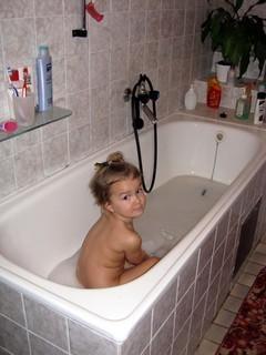 FOTKA - U babi ve vaně je super