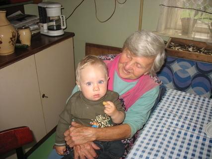 FOTKA - Ondrášek s prababičkou