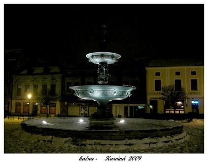 FOTKA -  městská   kašna -architektura náměstí v Karviné