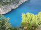 Borovice na útesu v Řecku