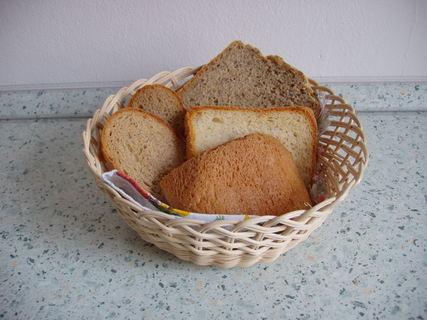 FOTKA - různé druhy chleba (domácí i kupovaný)
