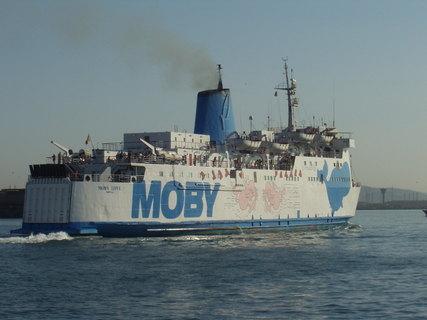 FOTKA - Piombino malý mořský přístav, loď