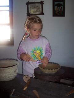 FOTKA - V keramické dílně.....