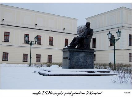 FOTKA - socha T.G.Masaryka u zámku v Karviné