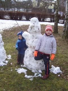 FOTKA - Se sněhulákem na trávě
