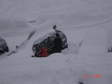 FOTKA - děcka odmetají sníh