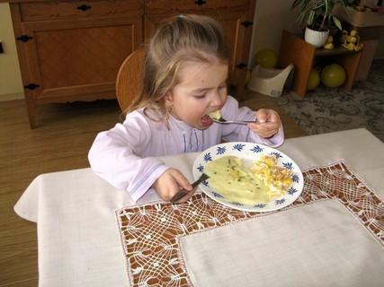 FOTKA - U babičky nejraději bramboravou kaši se ,,šunkovým vajíčkem,,