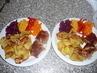 dnešní oběd rolka plněná zelím, bramborové lupínky