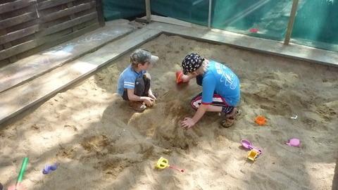 FOTKA - kluci na písku