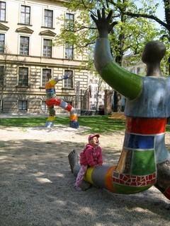 FOTKA - Čekání na mamku v dětským parku bylo bezva