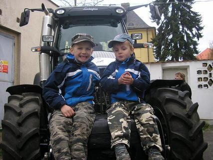 FOTKA - kluci na traktoru