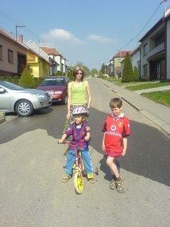FOTKA - dnešní vycházka - já a děti