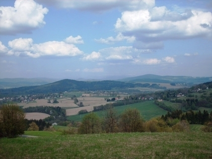 FOTKA - Výhled z Ještědského hřebene na Jeřmanice,Liberecko / duben 2009/.