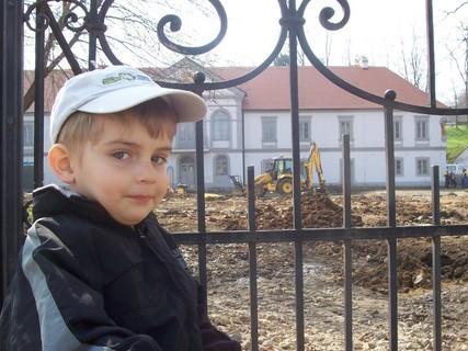 FOTKA - Jiřík a bagr v parku