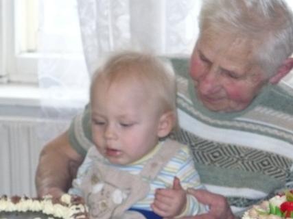 FOTKA - Martínek s prababičkou