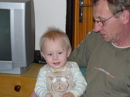 FOTKA - Martínek s dědou na oslavě