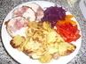 oběd-kuřecí roláda, pečené brambůrky