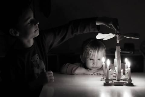FOTKA - u vánočního svícnu