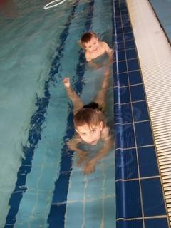 FOTKA - Jiřík v bazénu
