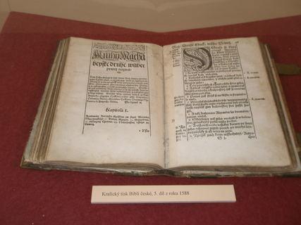 FOTKA - Kralice nad Oslavou - Pam�tn�k bible kralick�