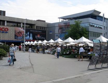 FOTKA - Tržnice s čestvým ovocem a zeleninou ve středu města