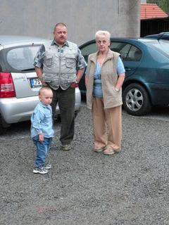 FOTKA - Matěj s dědou a babičkou