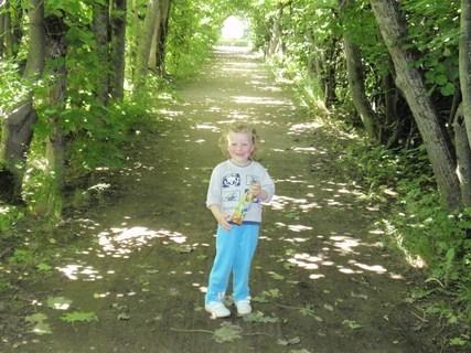 FOTKA - Adélka v zahradě