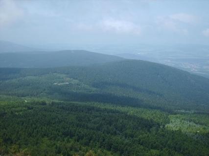 FOTKA - Výhled z vrcholu Ještědu na  hřebeny Lužických hor , 26.6.2009.
