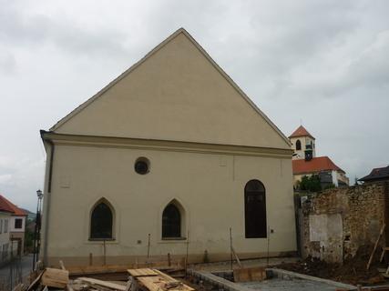 FOTKA - odkryty pohled na vychodni stranu synagogy