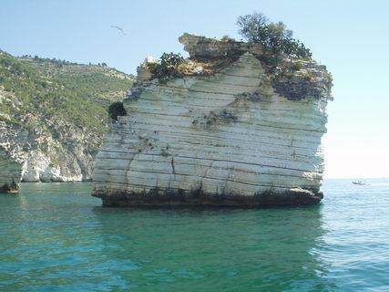 FOTKA - Gargáno, vápencové skály, moře