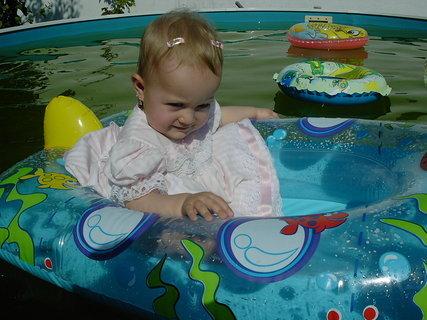 FOTKA - Princezna v bazénku
