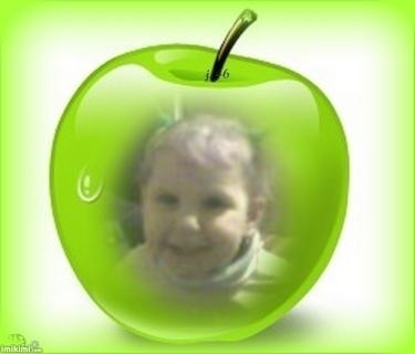 FOTKA - Terezka v jablíčku