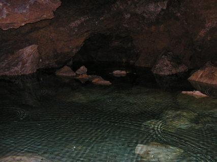 FOTKA - jezírko v Bozkovské jeskyni