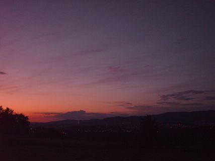 FOTKA -  Pohled na Liberec a Jizerské  hory o západu slunce.
