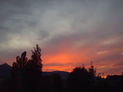 FOTKA - 31.7.2009 v 21.25 hod  - z dalšího okna...