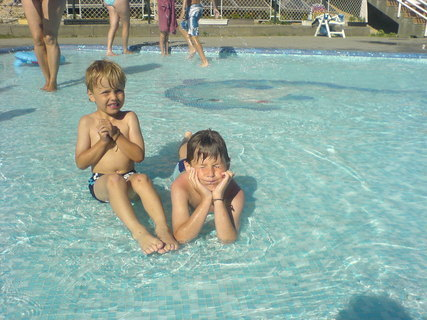 FOTKA - Maďarsko-Balatonfured-bazének v kempu a naše děti