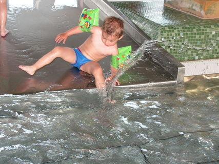 FOTKA - Míša v bazéně